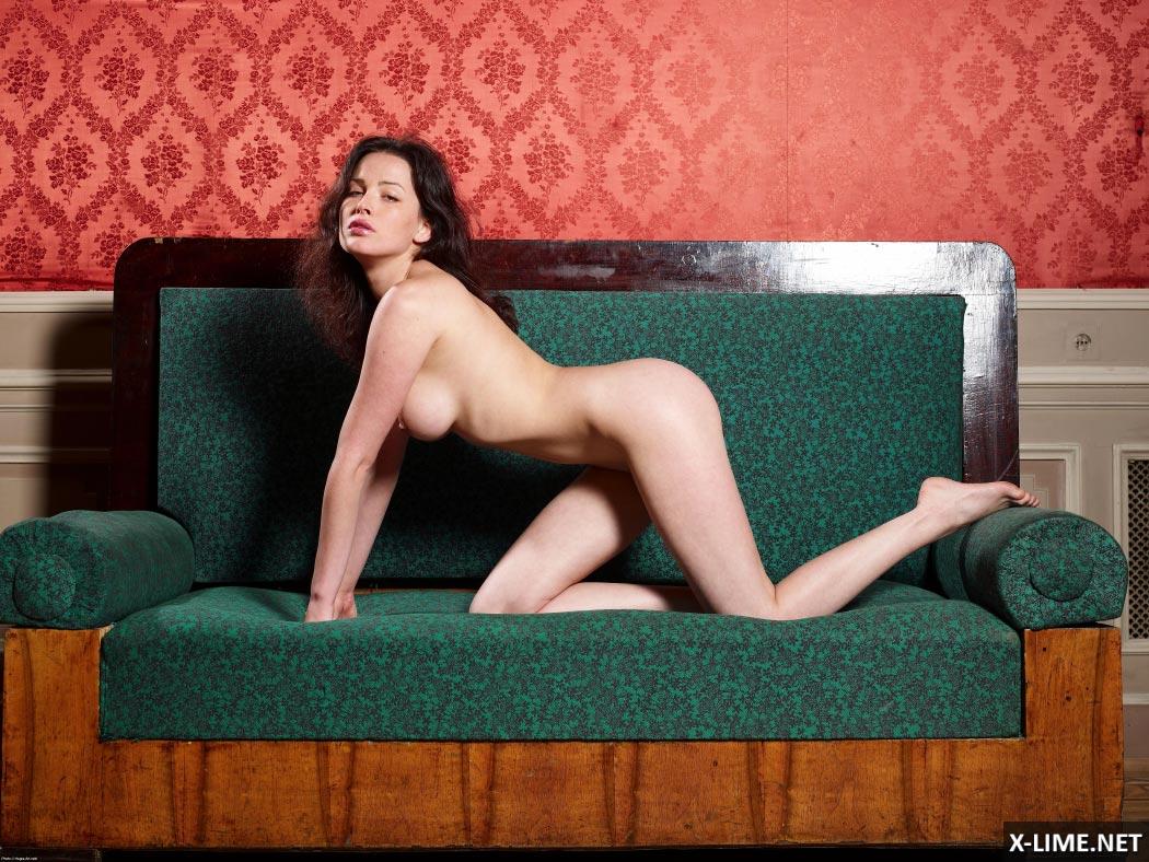 Голая Даша Астафьева снялась в откровенной фотосессии (23 ФОТО)