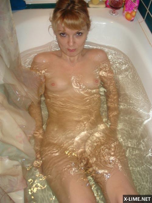 Голые девушки фотографируются в ванной (57 ФОТО)