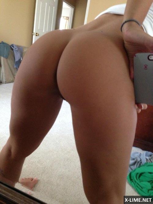Голые девушки делают селфи перед зеркалом (89 ФОТО)