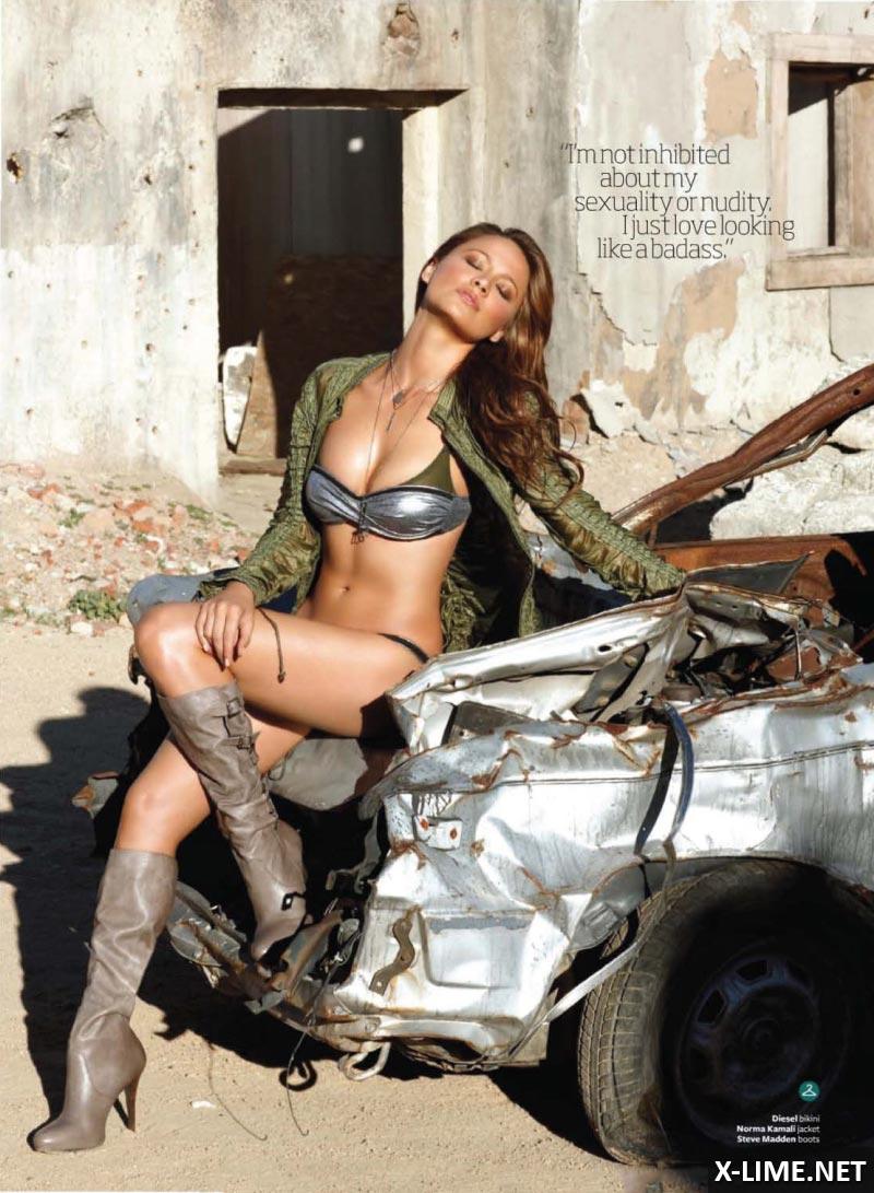 Голая Мун Бладгуд в откровенной фотосесии MAXIM