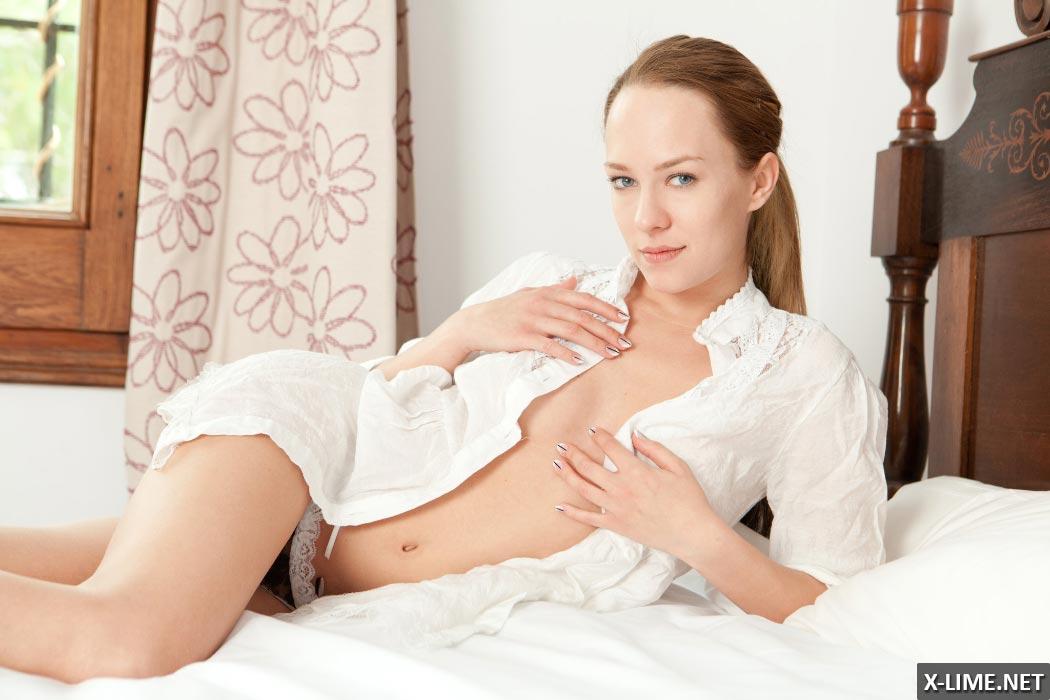 Фото мастурбации молодой девушки