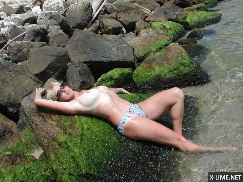 Сисястая жена на отдыхе (10 ФОТО)